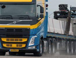 Autolaadkraan transport voor zwaar en speciaal vervoer